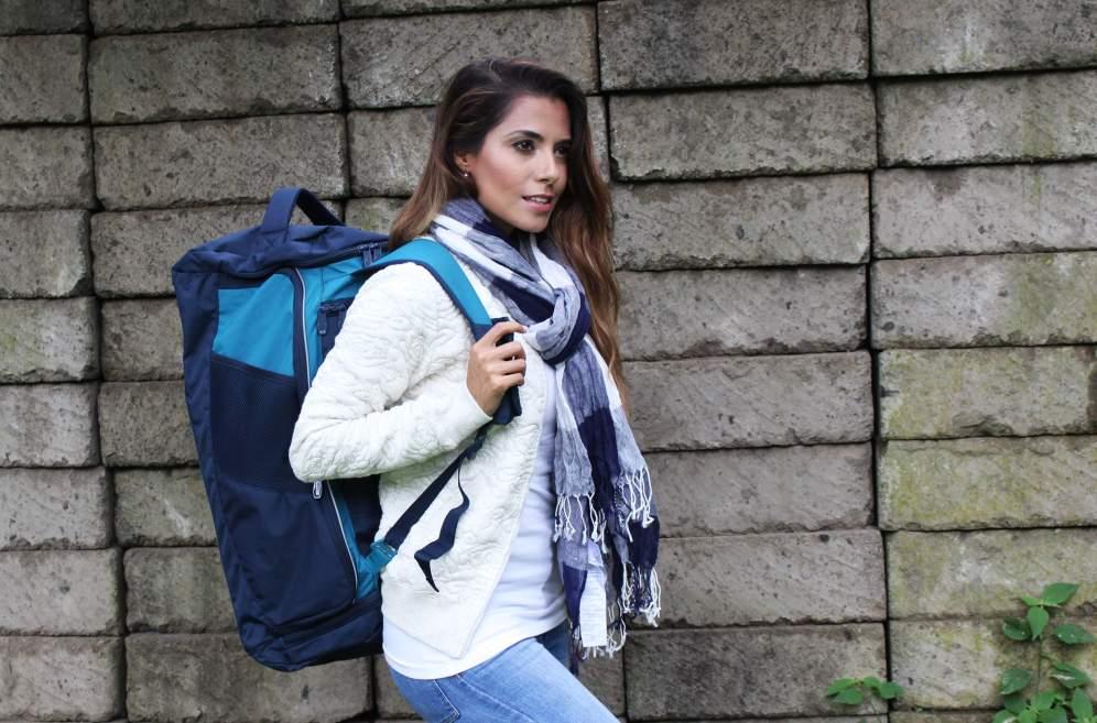 La maleta cargada como mochila