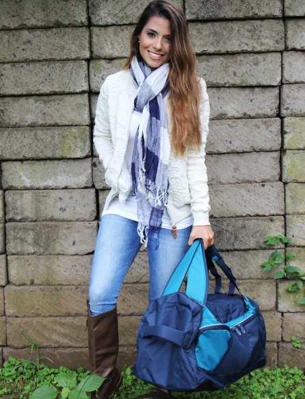 La maleta cargada como tula. Chaqueta y bufanda de TOTTO