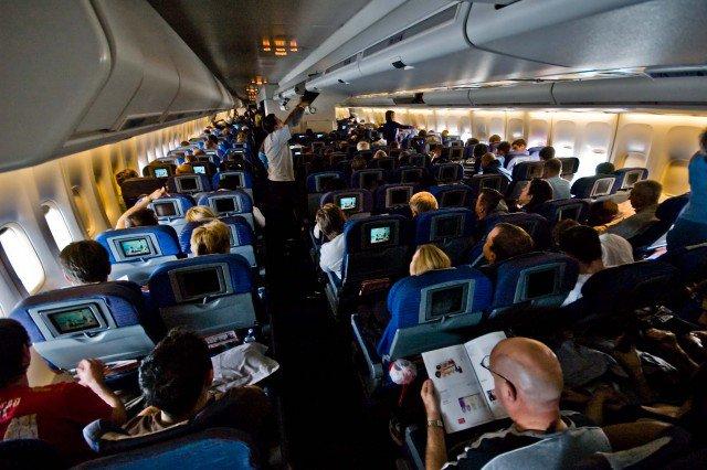 british_airways_747-400_world_traveller_cabin-e1395291591166